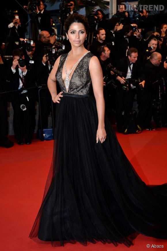Pour être la plus belle, Camilla Alves (la femme de Matthew McConaughey) a misé sur un décolleté plongeant samedi 16 mai 2015 au Festival de Cannes. Bien joué!l