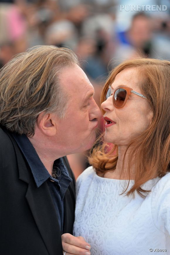 Gérard Depardieu n'en reste pas moins un bon vivant ! Le voici au festival de Cannes alors qu'il tente d'embrasser Isabelle Hupert.