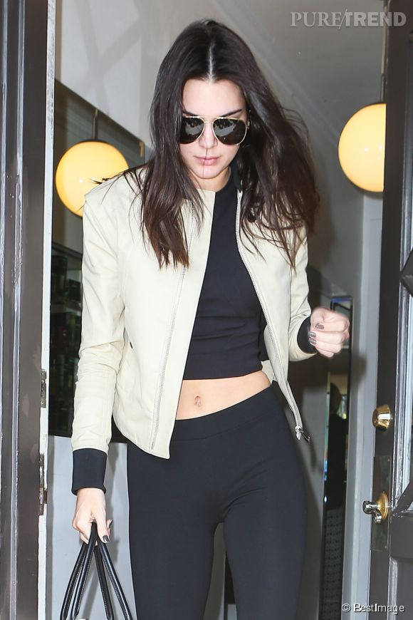Kendall Jenner, le ventre à l'air à Los Angeles.