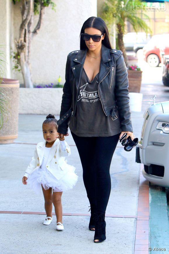 Kim Kardashian, maman rock avec sa danseuse étoile miniature.