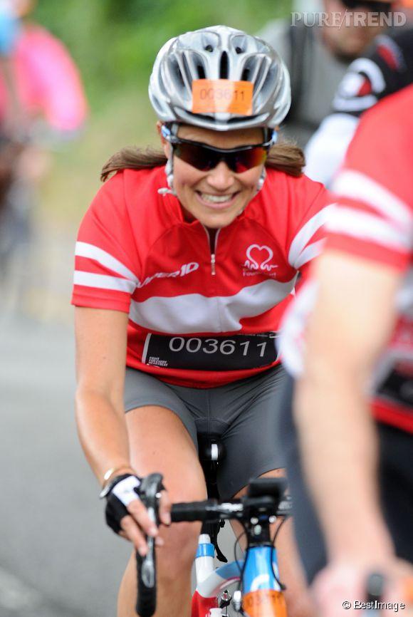 Pippa Middleton, souriante sur son vélo de course !