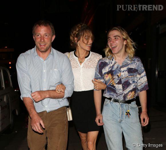 Rocco Ritchie se promène avec papa et la copine de papa, la bombesque Jacqui Ainsley.
