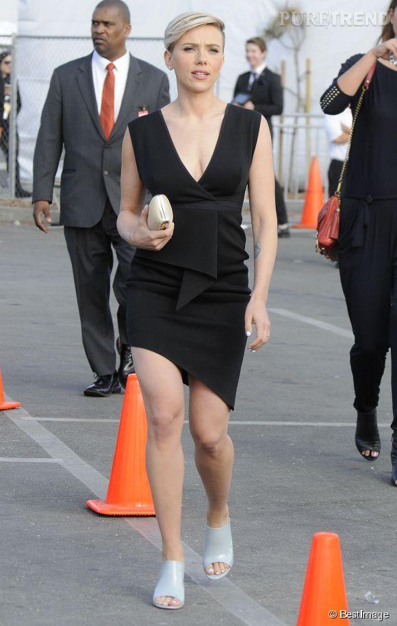 La sublime Scarlett Johansson maitrise l'asymétrie comme personne. Ici, elle se rendait à la soirée des  Film Independent Spirit Awards de Los Angeles en février dernier.