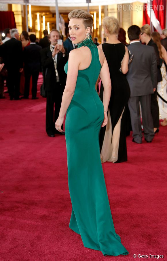 Lors de la soirée des Oscars 2015, Scarlett Johansson était si merveilleusement belle qu'elle a poussé John Travolta à se comporter en gros boulet avec elle !