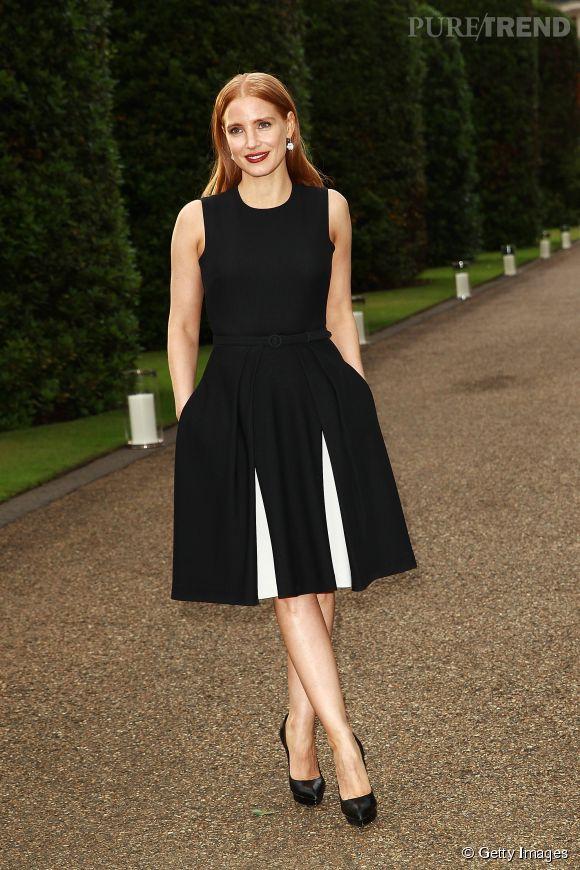 Jessica Chastain dans les jardins de l'Orangerie de Kensington palace.