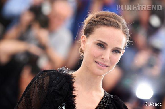 Natalie Portman aime le smoky eye et la bouche rouge, mais jamais en même temps.