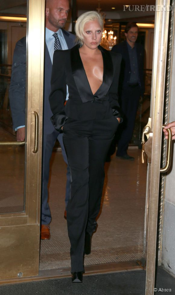 Lady Gaga à la sortie de son hôtel, ce mercredi 24 juin 2015.