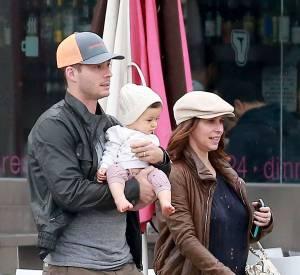 Brian Hallisay et Jennifer Love Hewitt avec leur fille Autumn.