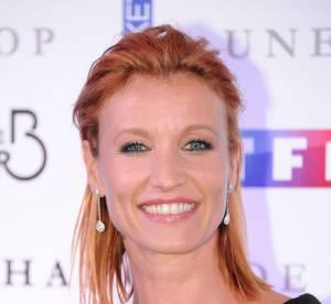Alexandra Lamy : en rousse flamboyante et canon pour sa nouvelle série