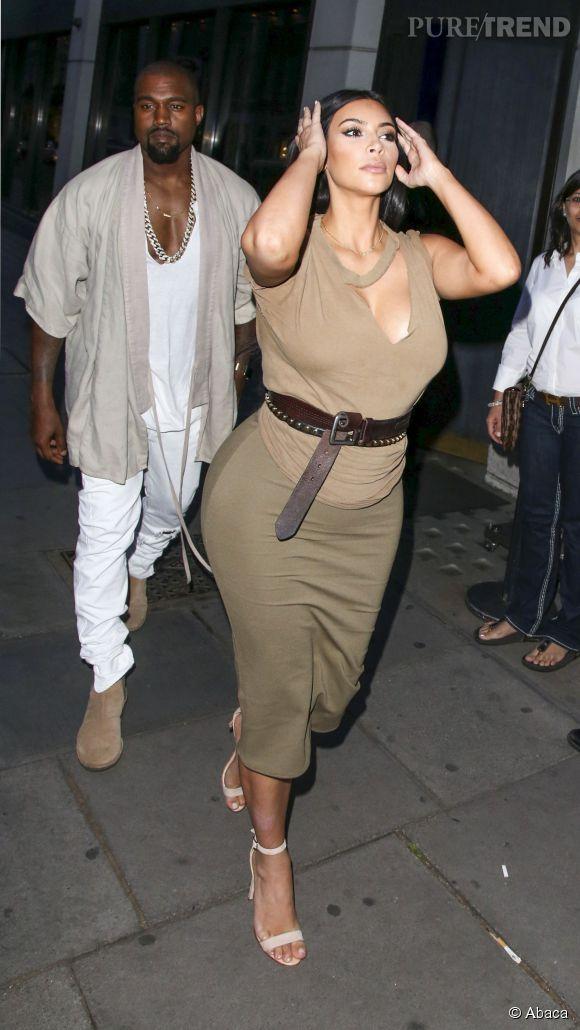 Kanye West et Kim Kardashian à la sortie d'un restaurant à Londres.