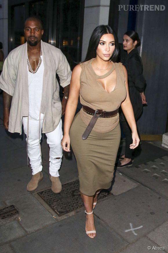 Kim Kardashian dévoile son baby bump.