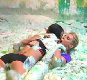 Sylvie Tellier se bat dans la boue dans Fort Boyard ce samedi 27 juin 2015