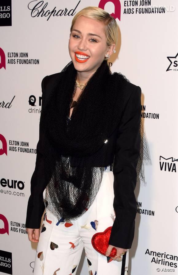 La nouvelle passion de Miley Cyrus ? Poser seins nus.
