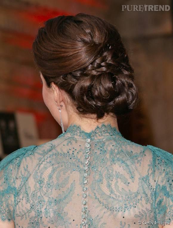 Pour plus de fantaisie, le coiffeur de Kate Middleton a tressé quelques mèches.