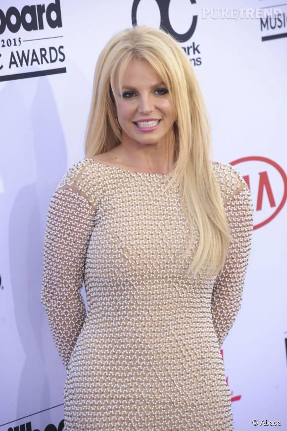 Britney Spears, la maman abandonne sa chevelure blonde.