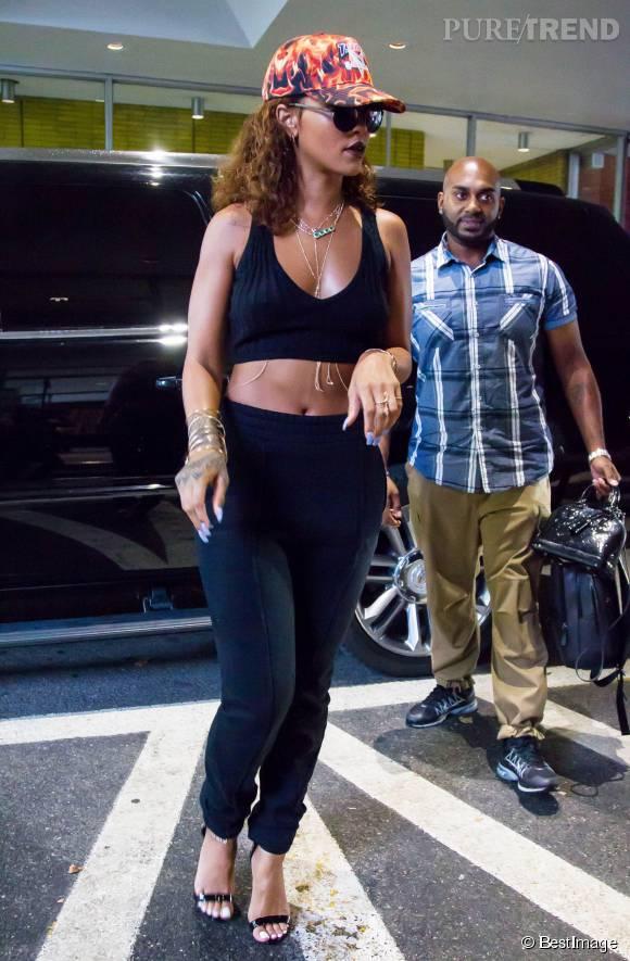 Rihanna, apparition sexy et stylée pour son retour à New York.