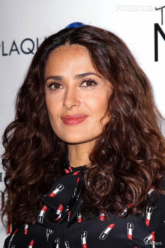 Salma Hayek se bat bec et ongles contre les stéréotypes sexistes à Hollywood.