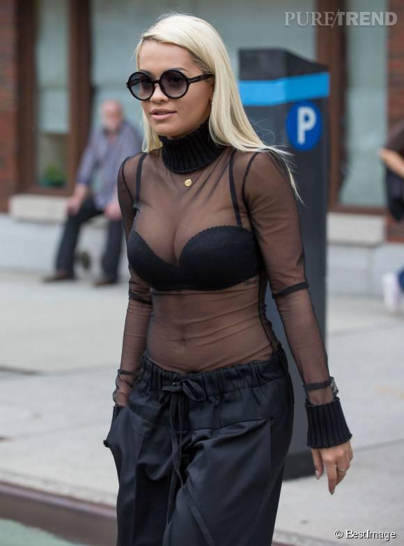 Rita Ora, trop à l'aise avec son corps ?