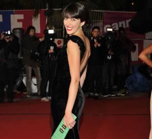 Nolwenn Leroy nous en met plein la vue lors des NRJ Music Awards de 2012. Elle est sublime en robe dos nu en panne de velours.
