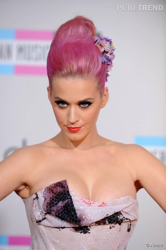 Comment avoir des cheveux roses comme Katy Perry ? Puretrend vous guide.