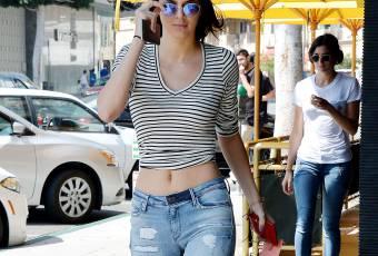 Kendall Jenner, sexy le ventre à l'air à Beverly Hills