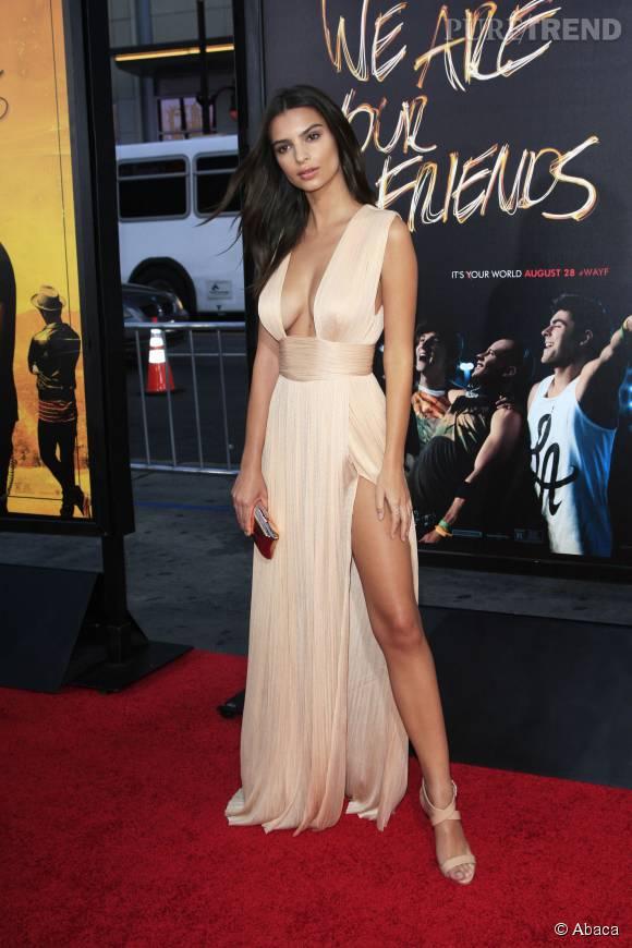 """Emily Ratajkowski a enflammé les tapis rouges pour la présentation du film """"We Are Your Friends""""."""