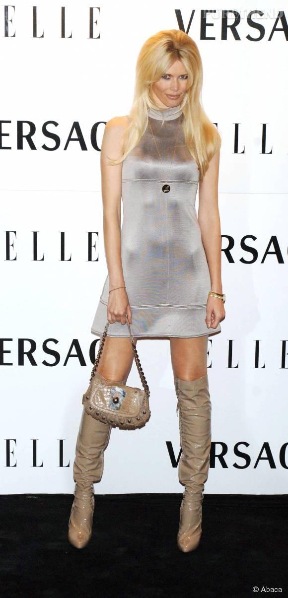 Claudia Schiffer, poupée 60's pour les 21 ans du magazine  ELLE , en 2006.