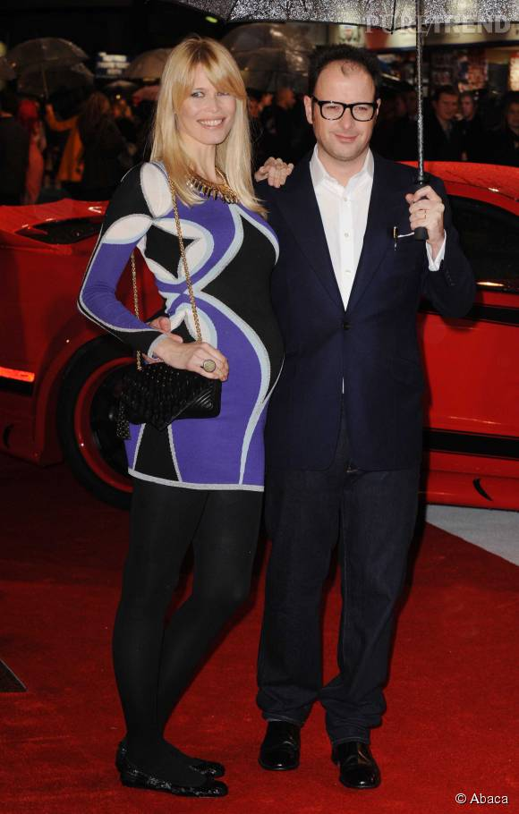 Même enceinte, Claudia Schiffer mise sur des mini-robes très moulantes, ici aux côtés de son mari, le producteur de cinéma Matthew Vaughn.