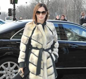 Amira Casar est aussi éprise de mode et assiste assidûment aux Fashion Weeks.