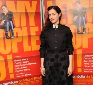 """Amira Casar version preppy pour la première de """"Let My People Go"""" en décembre 2011."""