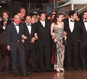 """Amira Casar et le casting de """"La vérité si je mens !"""" au Festival de Cannes, en 1997."""
