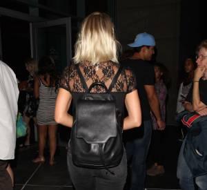 Julianne Hough a sorti la touche festival pour apporter un twist cool à sa tenue : le sac à dos. Un must have en 2015.