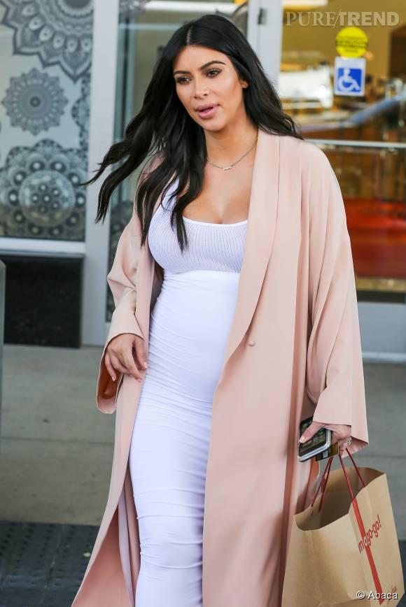 Kim Kardashian se confie sur sa grossesse difficile.