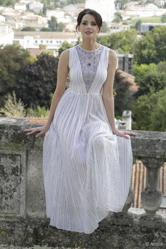Frédérique Bel charme dans sa robe estivale sortant de l'ordinaire.