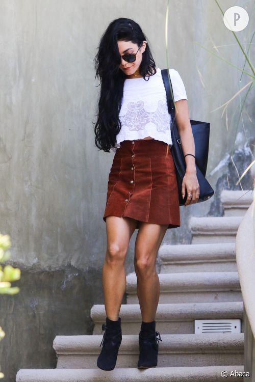Vanessa Hudgens adopte la jupe en daim ce samedi 29 août à Hollywood