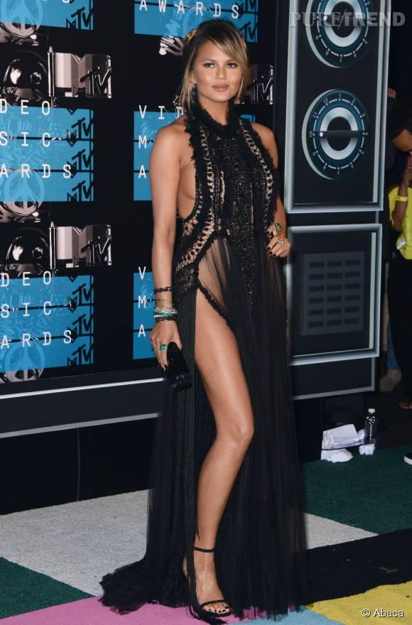 Chrissy Teigen en Marchesa aux MTV VMA le 30 août 2015 à Los Angeles.