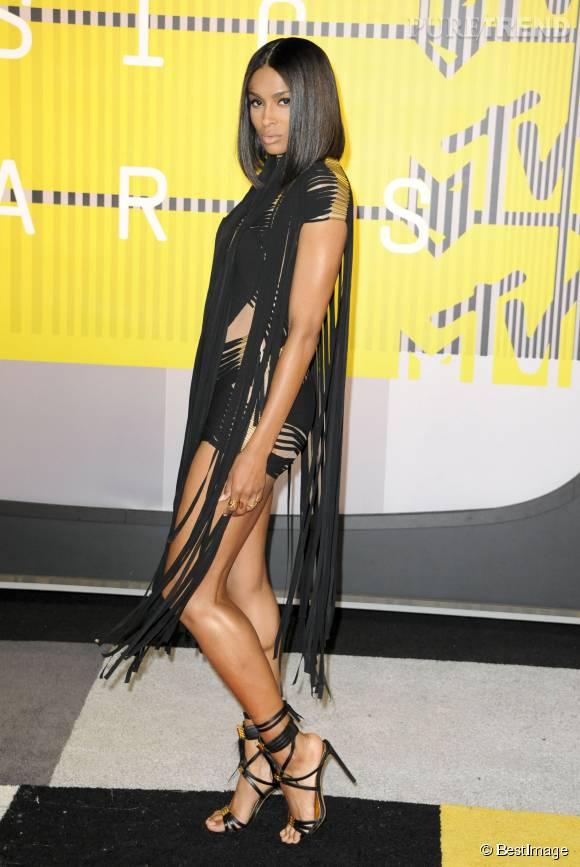Ciara en Alexandre Vauthier Couture aux MTV VMA le 30 août 2015 à Los Angeles.