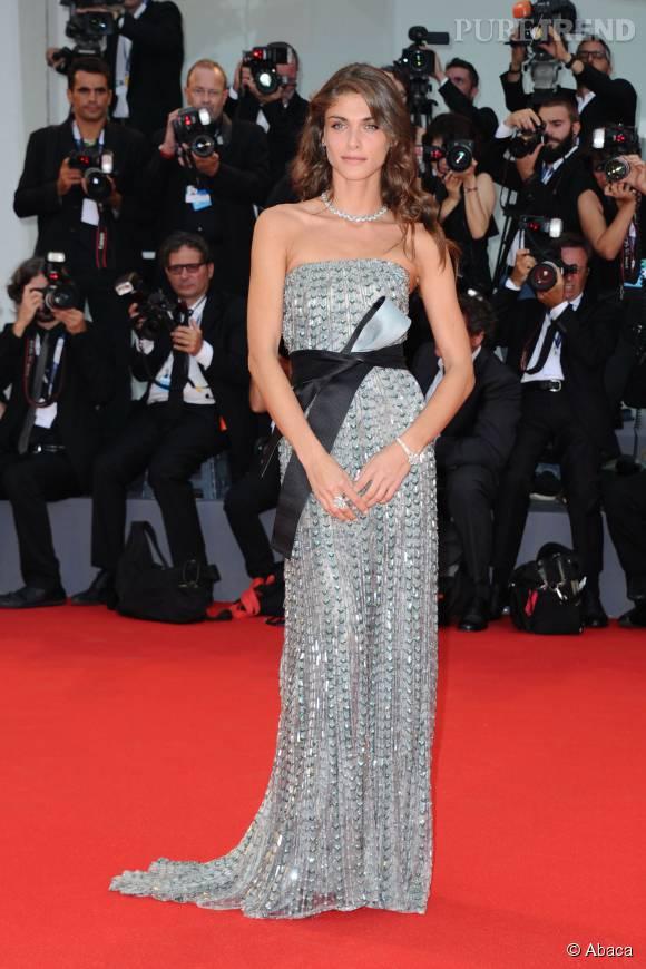 Elisa Sednaoui a attiré tous les regards sur le tapis rouge du Festival vénitien.