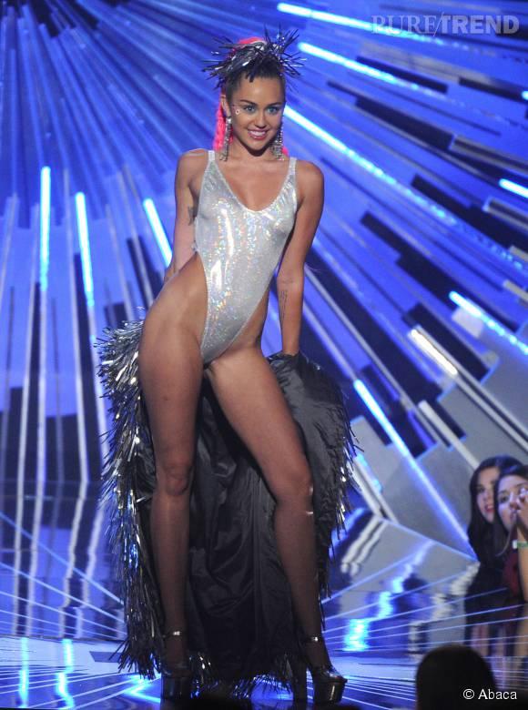 Miley Cyrus, maîtresse de cérémonie en body lors des MTV Video Music Awards 2015.
