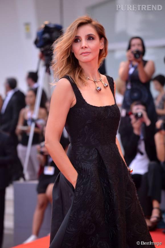 Clotilde Courau parée par Elie Top lors de la cérémonie d'ouverture du 72ème Festival de Venise le 2 septembre 2015.