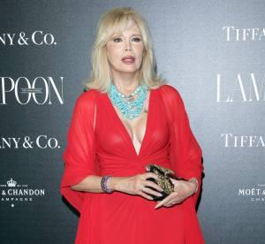 Amanda Lear : la diva se la joue sexy et décolletée à Venise