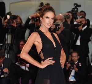 Alessandra Ambrosio, la bombe de la Mostra 2015 en deux looks décolletés