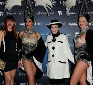 Geneviève de Fontenay s'affiche pourtant aux côtés des très sexy danseuses du Moulin Rouge. Oui, mais elles se sont de vraies professionnelles avec une vraie carrière et ça pour Geneviève, ça change tout !