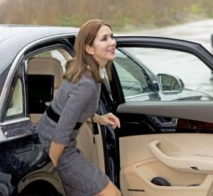 Princesse Mary de Danemark : jolie silhouette moulée dans une robe BCBG