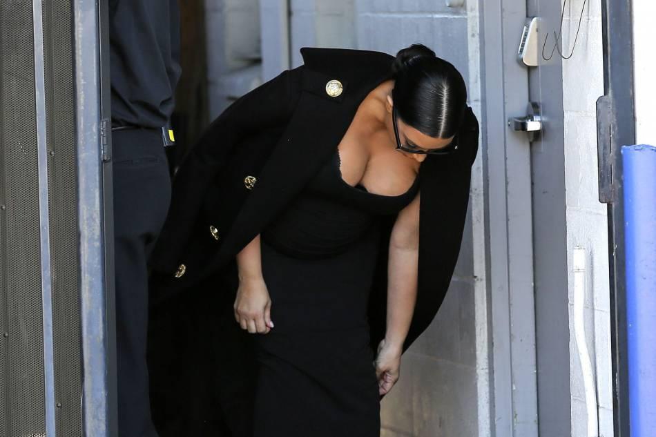 Kim Kardashian, un décolleté affolant.