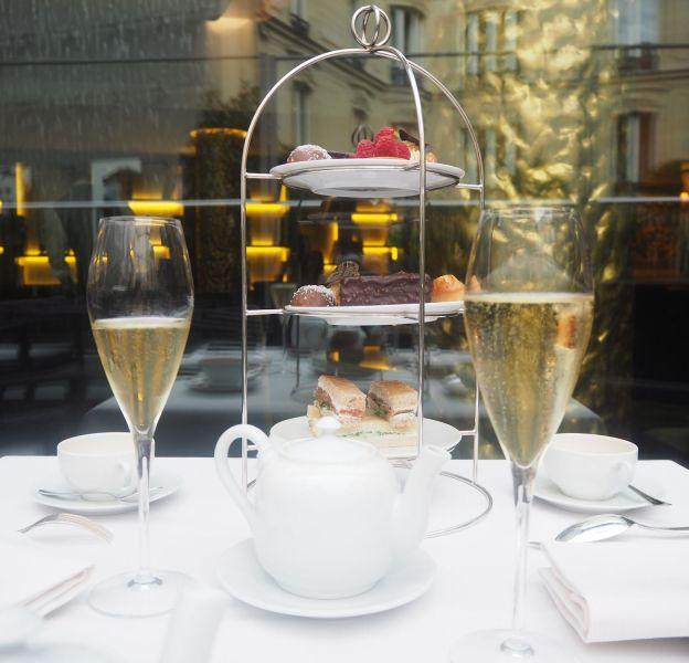 """Le """"Tea Time Champagne"""" de l'hôtel Fouquet's Barrière."""