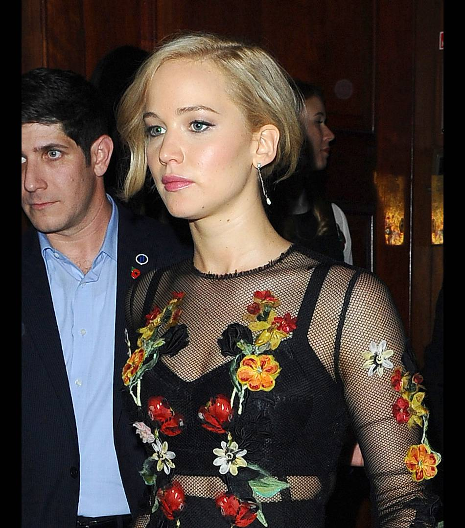 Jennifer Lawrence de plus en plus blonde à Londres le 6 novembre 2015.