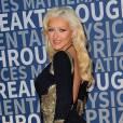 Christina Aguilera a adopté une robe signée Stello pour un look de soirée très sexy.