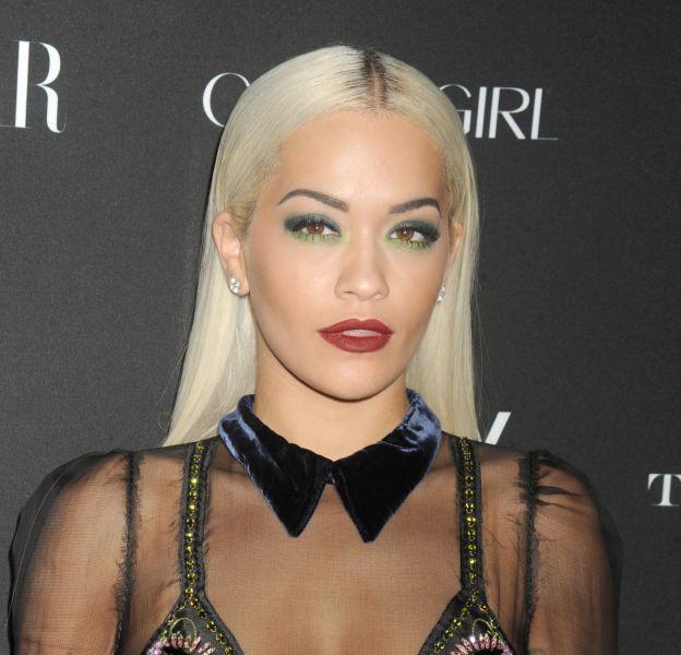 Rita Ora affole Instagram nue sous son blazer.