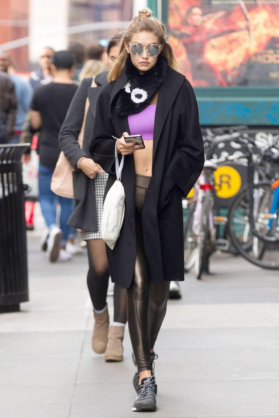 Après de longues heures d'entrainements, Gigi Hadid complètement prête pour le show Victoria's Secret.